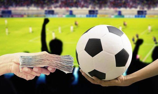 """นักเดิมพันควรรู้!! กฎเหล็กของ """"การแทงบอล"""" ให้ได้เงินจริง"""